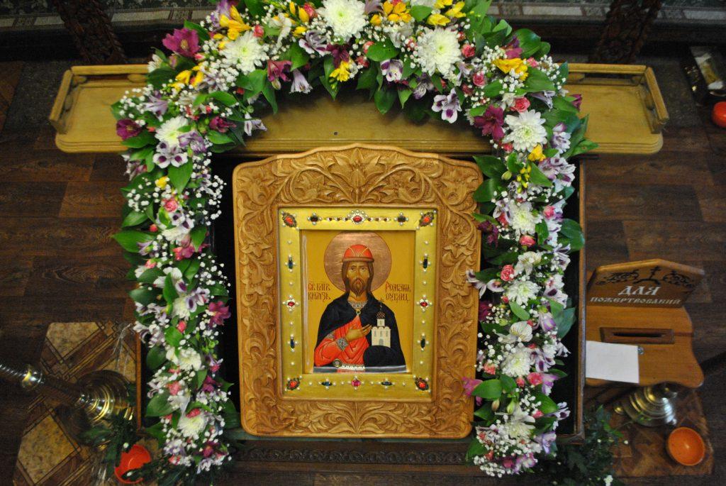 В день памяти святого благоверного князья Угличского, прихожане поздравили настоятеля с днем ангела.
