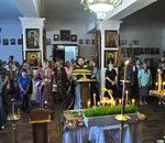 3 мая в Великую Пятницу настоятель храма совершил Великую Вечерню с чином выноса Плащаницы-Новости