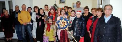 В Рождественские святки дети Воскресной школы поздравили колядой предприятия и организации города-Новости