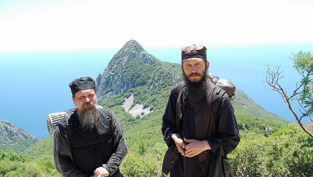 Братия с калии св. Модеста сопровождающая нас на гору